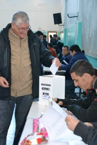 """""""Pancho"""" Vanegas, candidato a Secretario General Adjunto por la CTA La Plata- Ensenada votando en el Astillero Río Santiago"""