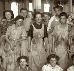 480x462xMujeres-obreras-de-la-fabrica-Cotton.jpg.pagespeed.ic.FXRtCGLaln