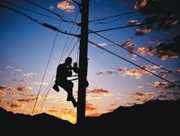 hombre poste de luz
