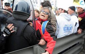 represion a jubilados Puente Pueyrredon 2